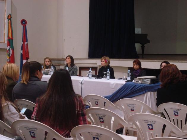 Mesa redonda com as mestres Anne, Paula, Thaís L., Sabirina e Thaís N.