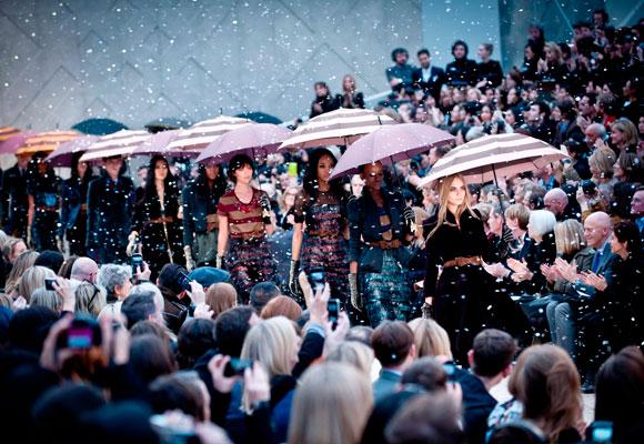 Desfile Burberry na Semana de  Moda de Londres de inverno 2012
