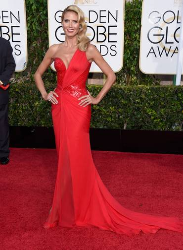Heidi Klum com seu vermelho falta Versace. Aliás, vermelho foi a cor escolhida por muitas celebridades.